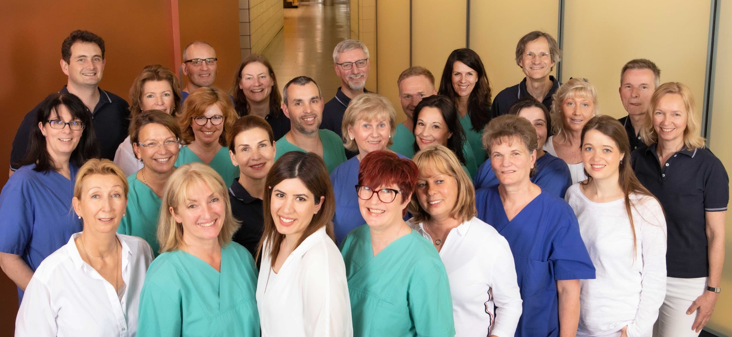 gruppenfoto des teams der gemeinschaftspraxis fuer anaesthesie pan klinik 1