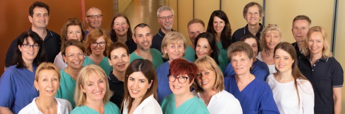 gruppenfoto des teams der gemeinschaftspraxis fuer anaesthesie pan klinik 1200