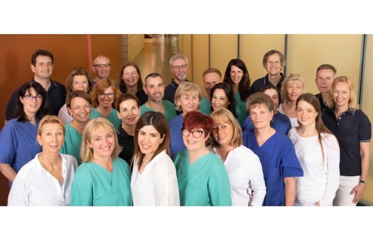 gruppenfoto des teams der gemeinschaftspraxis fuer anaesthesie pan klinik 767